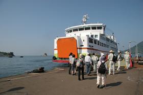 高浜港と中島を結ぶ船